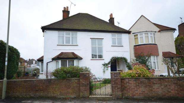3 Bedrooms Detached House for sale in Church Lane East, Aldershot, Hampshire