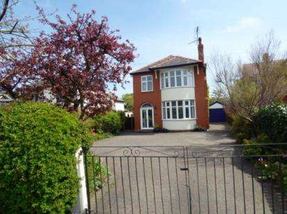 3 Bedrooms Detached House for sale in Gladstone Way, Hawarden, Deeside, Flintshire, CH5