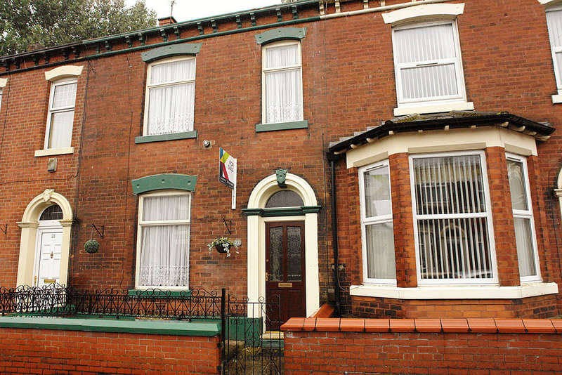 3 Bedrooms Terraced House for sale in 23 Queens Road, Chadderton, Oldham