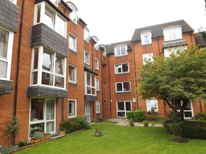 1 Bedroom Flat for sale in Homeberry House, 13 Ashcroft Gardens, Cirencester