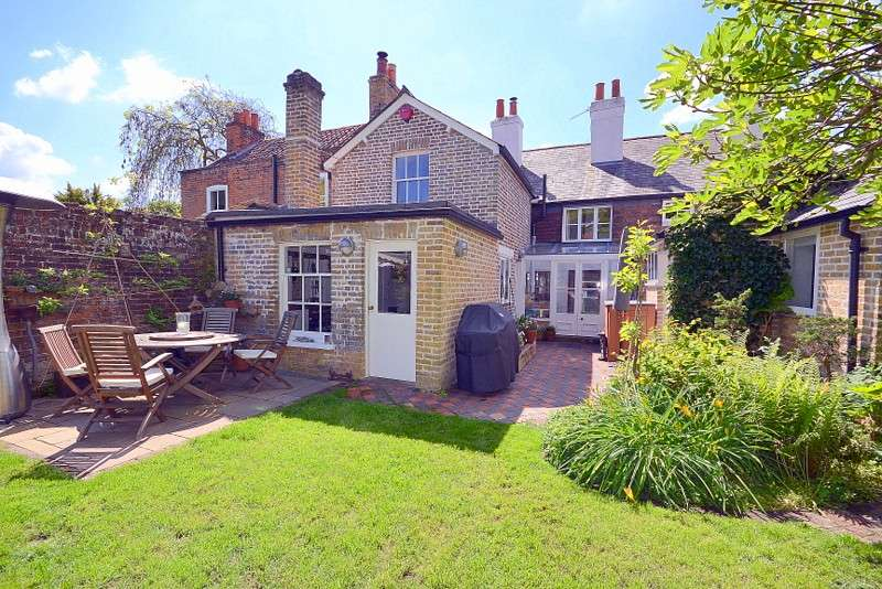 4 Bedrooms Semi Detached House for sale in Laleham