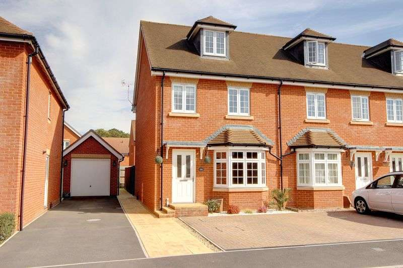 3 Bedrooms Semi Detached House for sale in Freemantle Road, Romsey, Hampshire