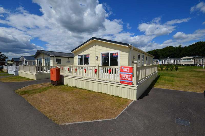 3 Bedrooms Lodge Character Property for sale in Solent Breezes Holiday Park, Hook Lane, Warsash, Nr Fareham
