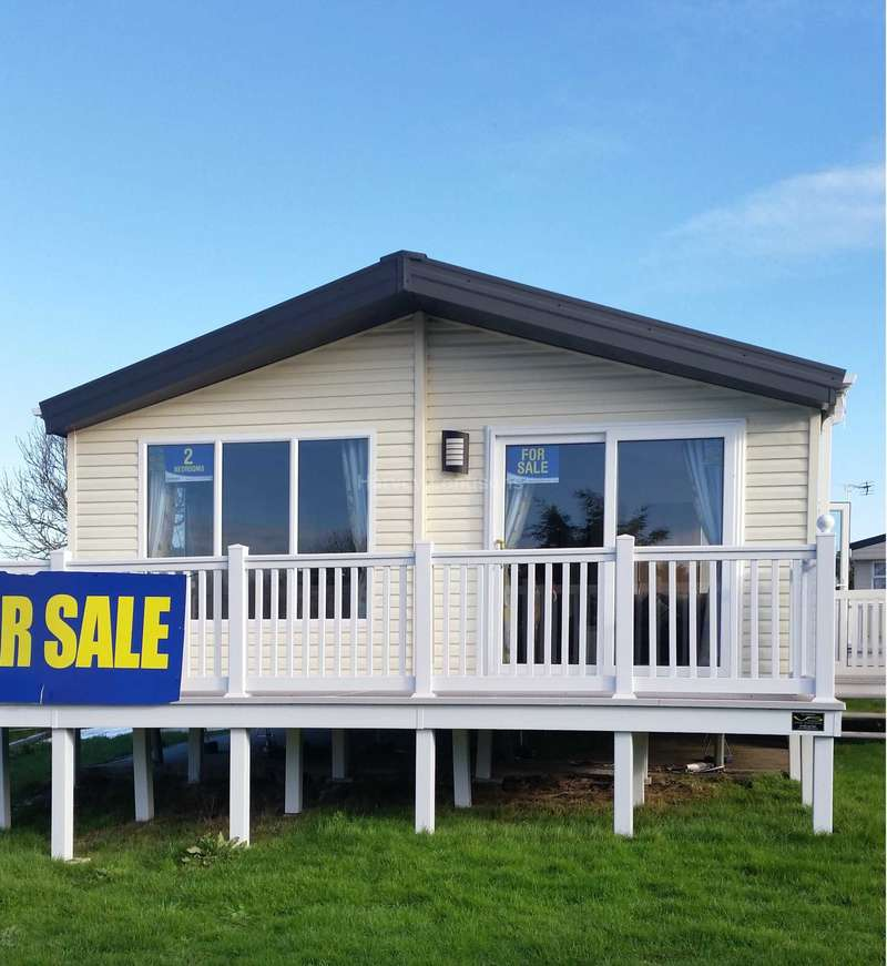 2 Bedrooms Lodge Character Property for sale in St Osyth Beach Holiday Park, Beach Road, St Osyth, Clacton-On-Sea