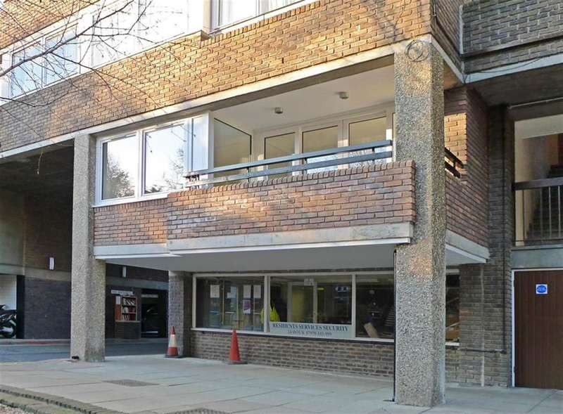 2 Bedrooms Flat for sale in Justin Close, Brentford, Middlesex, TW8