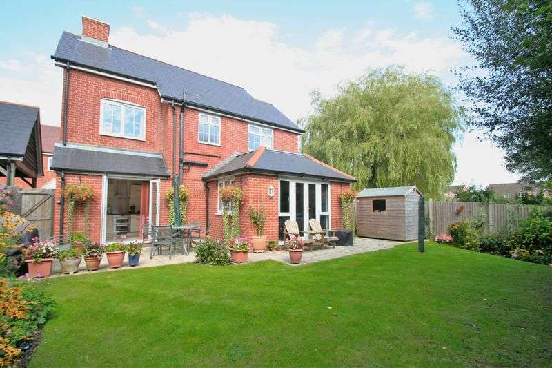 4 Bedrooms Detached House for sale in Waltham Chase