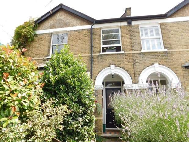 2 Bedrooms Flat for sale in Ellerton Road, Surbiton