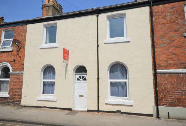 3 Bedrooms Terraced House for sale in Victoria Street, Scarborough, North Yorkshire, YO12 7SS