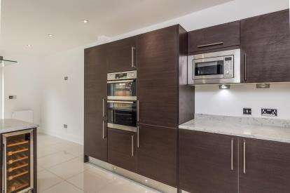 6 Bedrooms Semi Detached House for sale in Southsea, Hampshire, United Kingdom