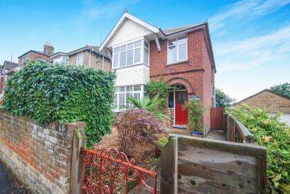 3 Bedrooms Detached House for sale in Cowes, Isle Of Wight, 75 Mill Hill Road