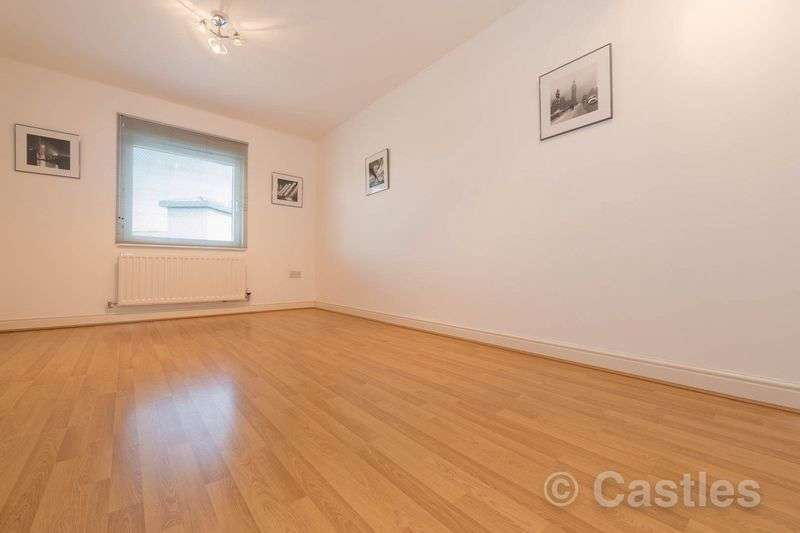 1 Bedroom Flat for sale in Crown Close N22
