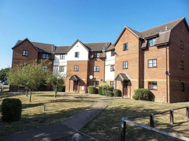 1 Bedroom Flat for sale in Hillwood Grove, Wickford