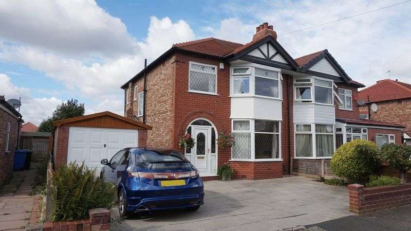 3 Bedrooms Semi Detached House for sale in Edale Grove, Sale