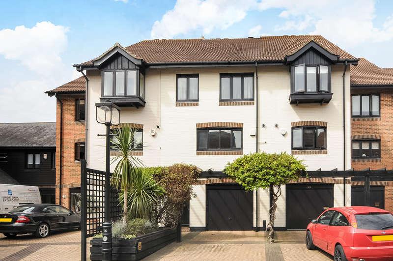3 Bedrooms Town House for sale in Calshot Court, Ocean Village