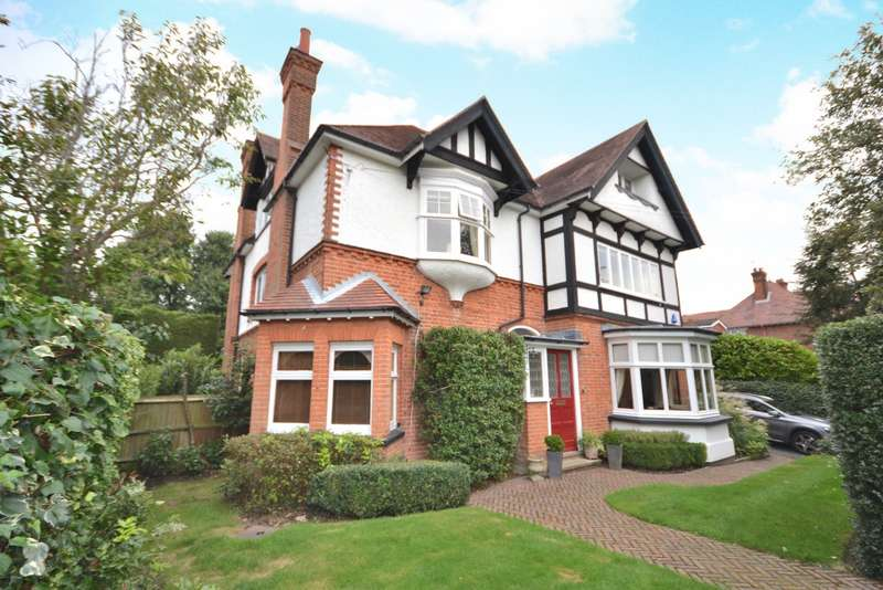 6 Bedrooms Detached House for sale in Woking