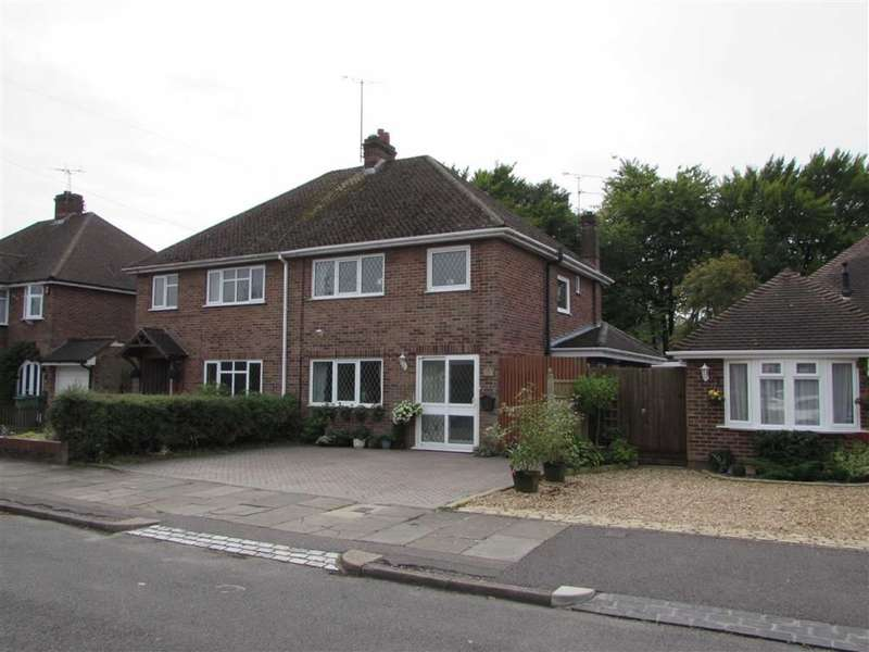 3 Bedrooms Property for sale in Coombe Drive, Dunstable, Bedfordshire, LU6