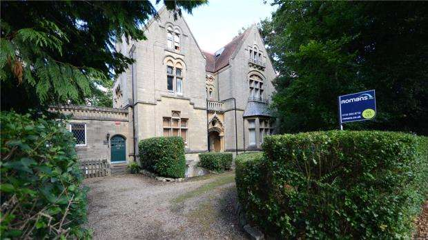 1 Bedroom Apartment Flat for sale in Bath Road, Reading