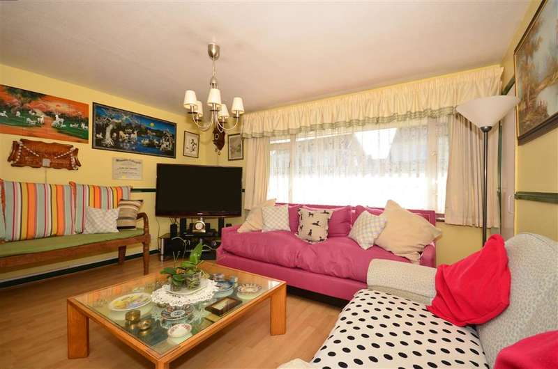 4 Bedrooms Semi Detached House for sale in Crossways Road, Mitcham, Surrey