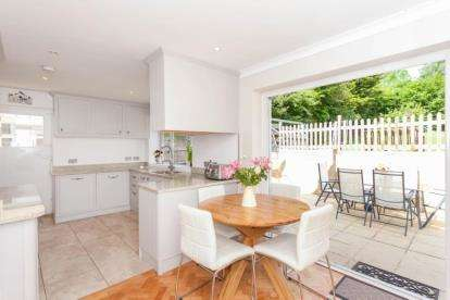 4 Bedrooms Detached House for sale in Whitelands Avenue, Chorleywood, Rickmansworth, Hertfordshire