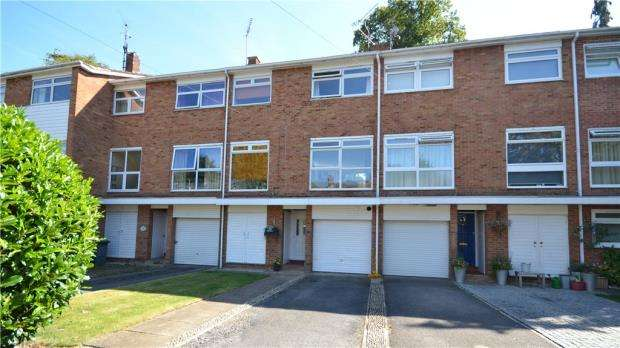 3 Bedrooms Terraced House for sale in Boulters Court, Maidenhead, Berkshire