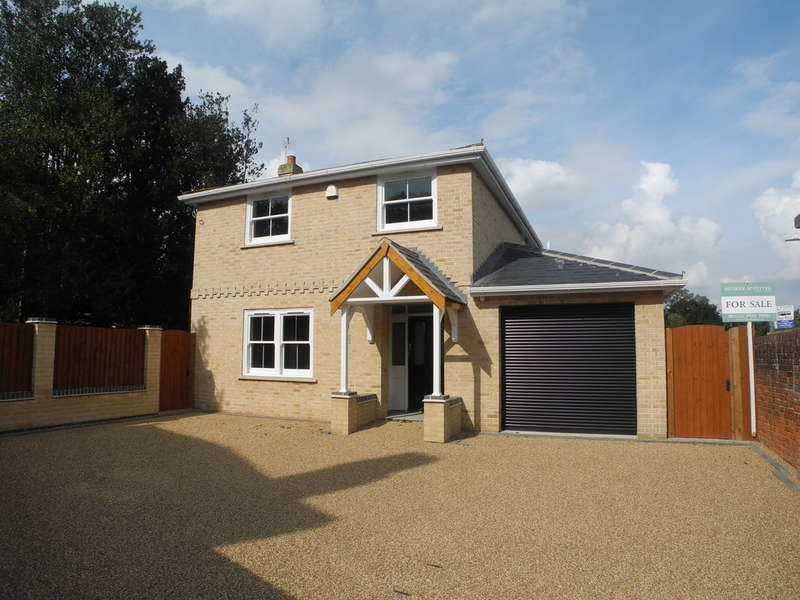 4 Bedrooms Detached House for sale in Holly House, St Georges Road, Beccles