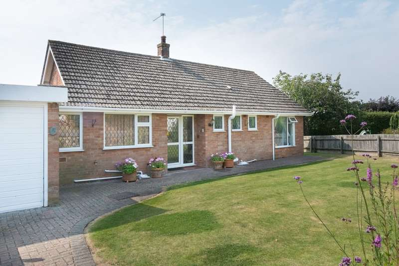 2 Bedrooms Detached Bungalow for sale in Hill Side Close, Ormesby St Margaret