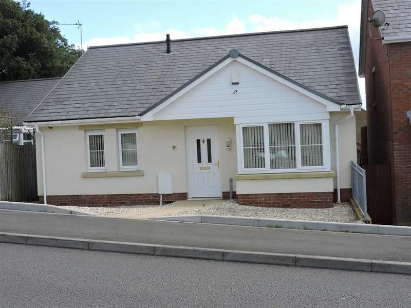 3 Bedrooms Property for sale in Clos Ael-Y-Bryn, Penygroes