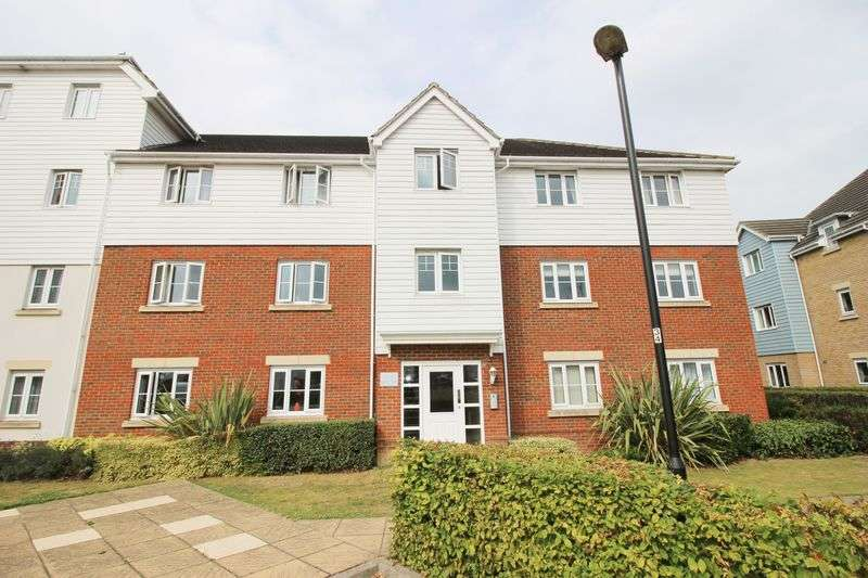 2 Bedrooms Flat for sale in Ingram Close, Aylesford