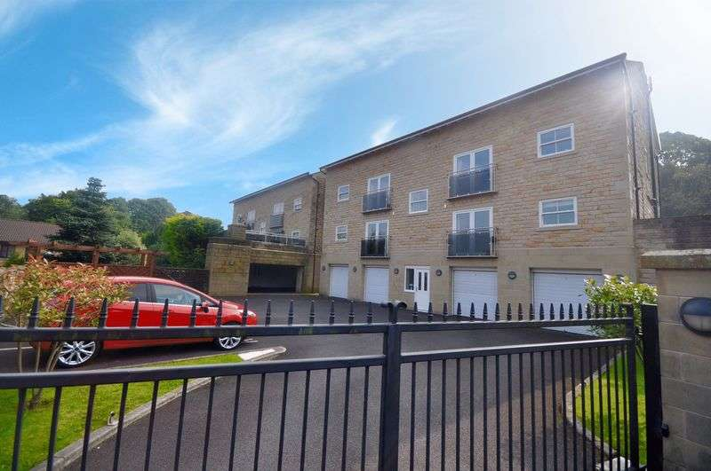 2 Bedrooms Flat for sale in Edenfield Road, Rochdale