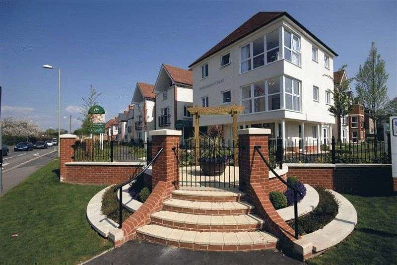 1 Bedroom Flat for sale in Farringford Court,Avenue Road, Lymington: NO CHAIN One bed first floor Assisted Living retirement apartment