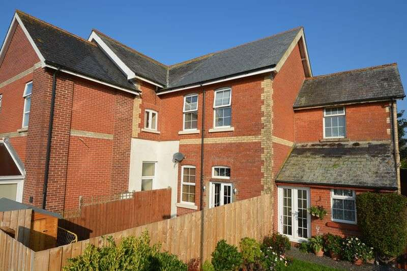 3 Bedrooms House for sale in Oak Court, Holsworthy, EX22 6JA