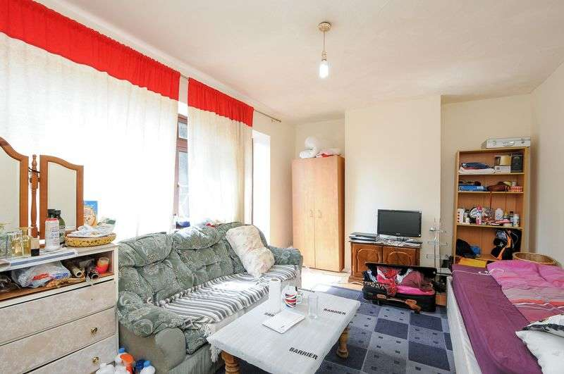 3 Bedrooms Terraced House for sale in Church Road, E10 5HG