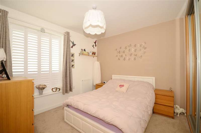 3 Bedrooms End Of Terrace House for sale in Manley Boulevard, Holborough Lakes, Snodland, Kent
