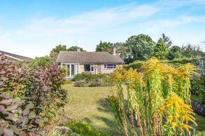 3 Bedrooms Bungalow for sale in Kirby Cane, Bungay, Norfolk