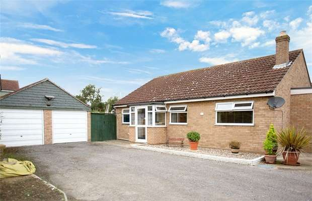 3 Bedrooms Detached Bungalow for sale in Rolph Close, Thorpe-le-Soken, Clacton-on-Sea, Essex