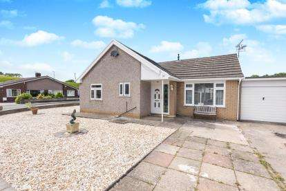 2 Bedrooms Bungalow for sale in Ffordd Siarl, St. Asaph, Denbighshire, North Wales, LL17