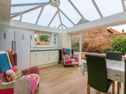 3 Bedrooms Bungalow for sale in Buzzards Close, Little Bourton, Banbury, Oxfordshire