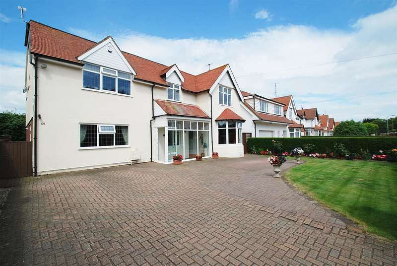 6 Bedrooms Detached House for sale in St Andrews Drive, Skegness