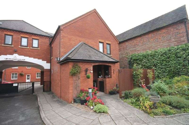 2 Bedrooms Flat for sale in Mercian Court, Market Drayton