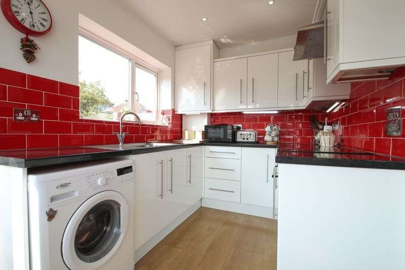 3 Bedrooms Terraced House for sale in Lawford Gardens, Dartford