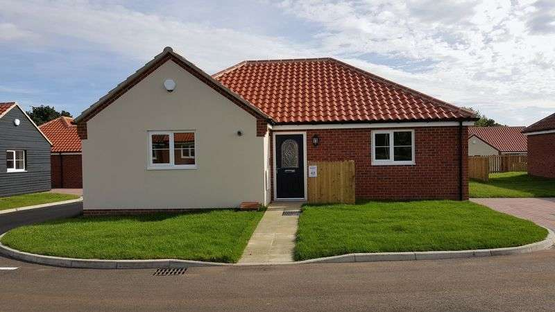 2 Bedrooms Bungalow for sale in Swanton Morley