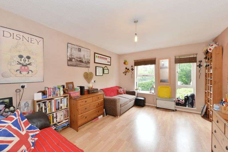 Flat for sale in Vanbrugh Park Road West, Blackheath, SE3