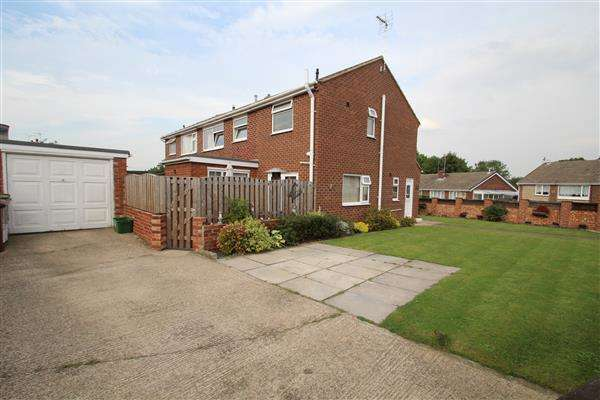 4 Bedrooms Semi Detached House for sale in Arncliffe Drive, Ferrybridge