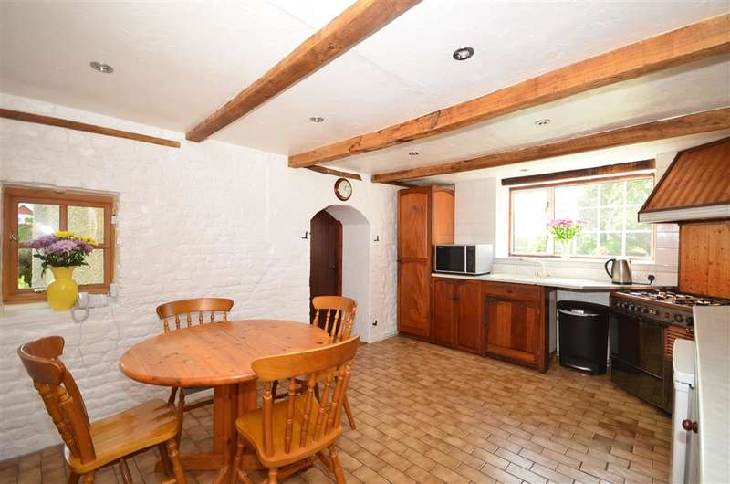 5 Bedrooms Unique Property for sale in The Street, Brook, Ashford, Kent