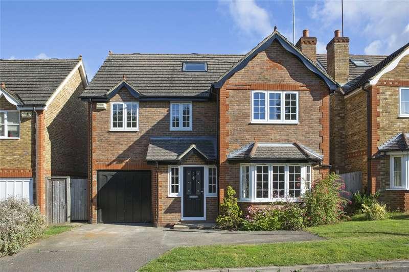 5 Bedrooms Detached House for sale in Parnell Gardens, Weybridge, Surrey, KT13
