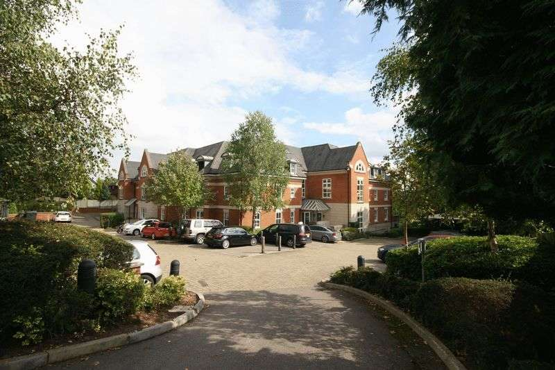 2 Bedrooms Flat for sale in Shortheath Road, Farnham