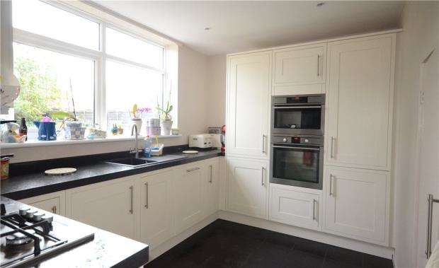 4 Bedrooms Terraced House for sale in Giffard Drive, Farnborough, Hampshire