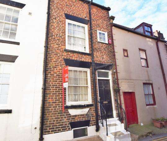 2 Bedrooms Terraced House for sale in Tut Hill, Scarborough, North Yorkshire, YO11 1PS