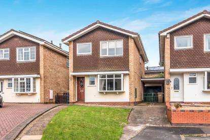 4 Bedrooms Detached House for sale in Fieldside, Wildwood, Stafford, Staffordshire
