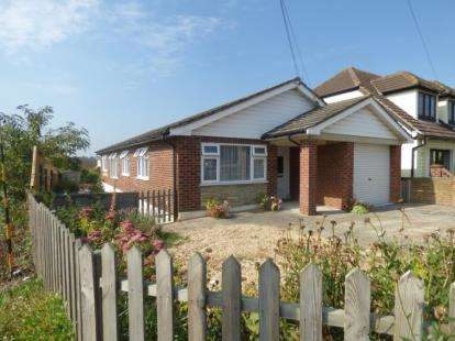 3 Bedrooms Bungalow for sale in Bowers Gifford, Basildon, Essex